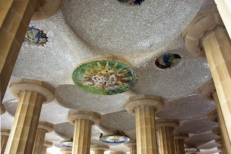 Tiled Mosaics - The Ultimate Guide to Antoni Gaudi's Park Guell