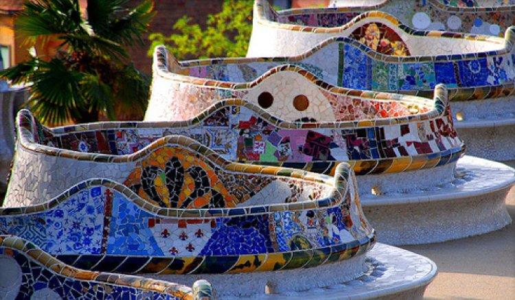 The Sea Serpent Bench - The Ultimate Guide to Antoni Gaudi's Park Guell