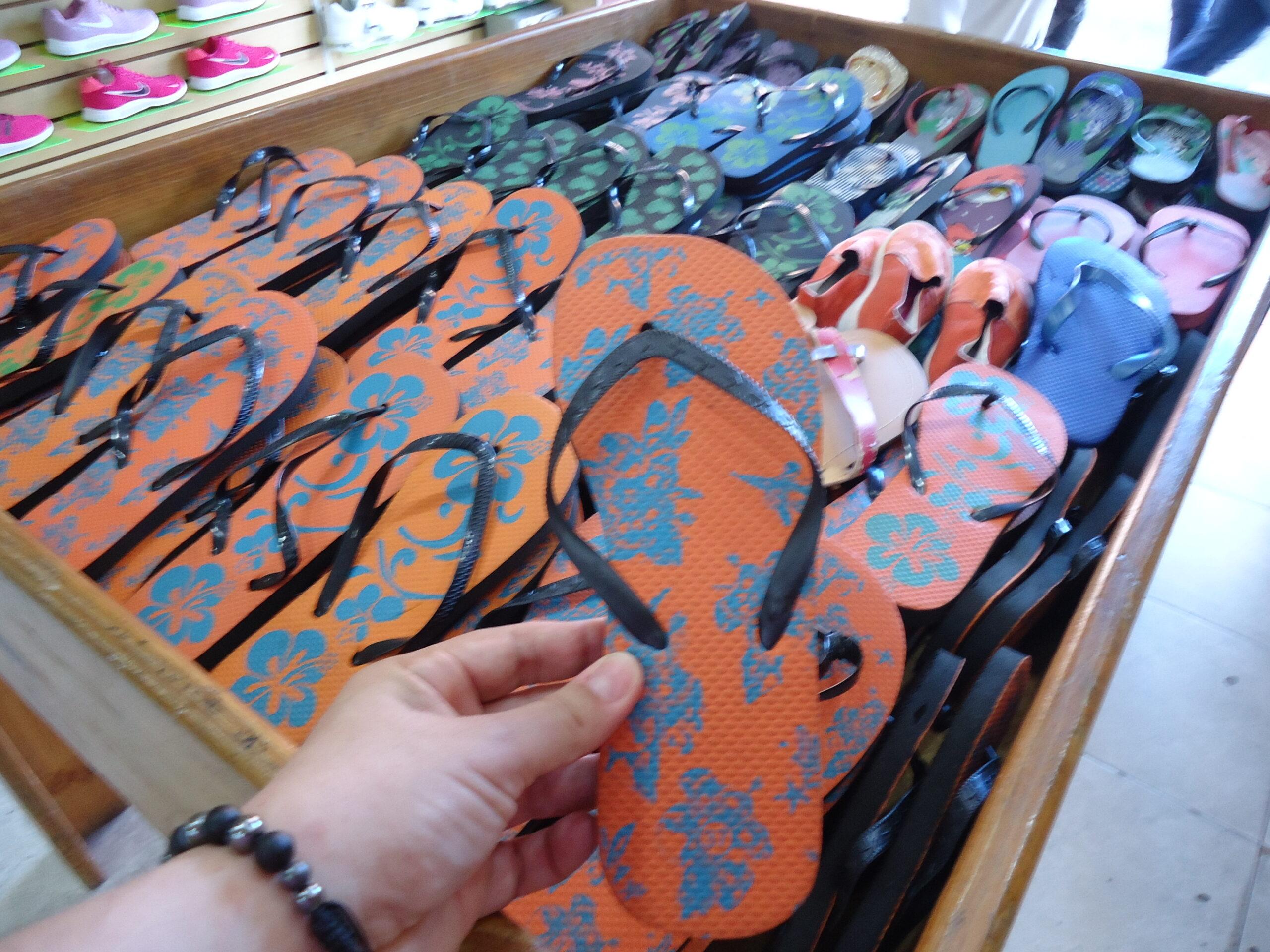 MATURÍNREGIONALES En Maturín zapaterías sobreviven con la venta de chancletas