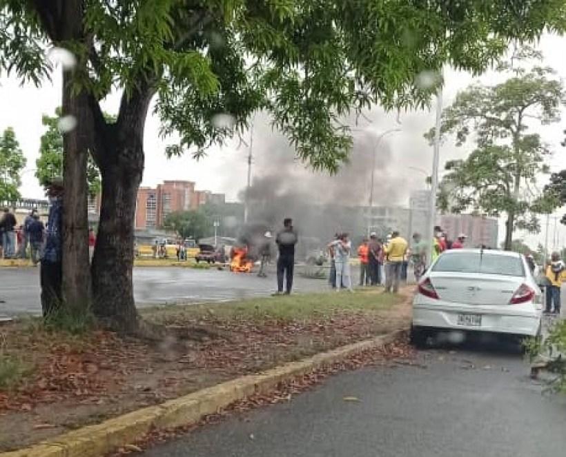 laverdaddemonagas.com protestan por combustible y cierran avenida raul leoni 3