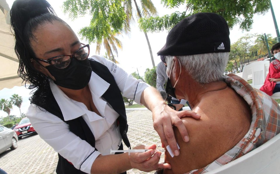 vacunarse adultos maores contra el covid-19