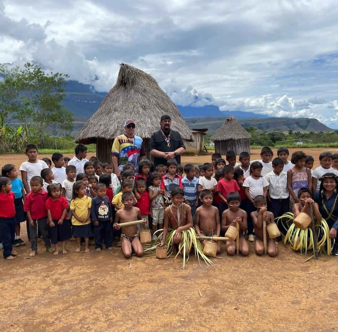 actor steven seagal realizo recorrido junto al ministro de turismo por el parque nacional canaima 1