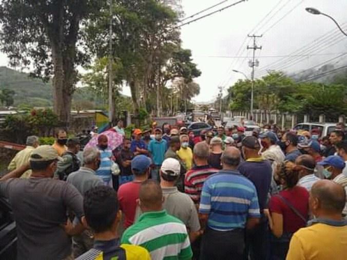 productores y choferes protestan por escasez de gasolina y gasoil en caripe laverdaddemonagas.com fb img 16224818852639316