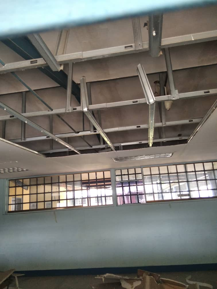 upelistas ven clases en los pasillos desvalijados de la universidad 2