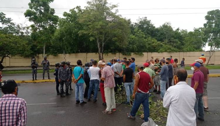 Choferes cerraron las vía Libertador y Raúl Leoni de Maturín