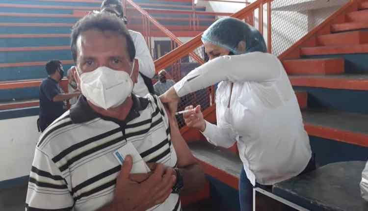 Más de 2 mil personas fueron vacunadas en el polideportivo de Maturín