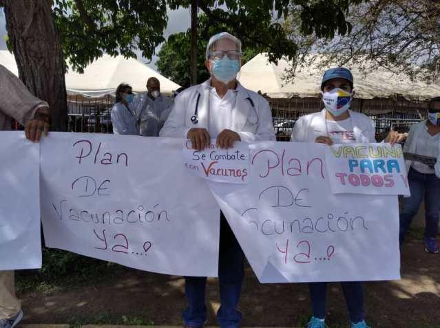 medicos protestan en maturin para exigir jornada de vacunacion masiva laverdaddemonagas.com e4qupihwuacwhqj