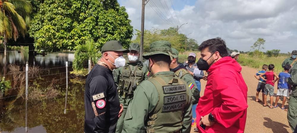 autoridades civiles y militares atienden a familias afectadas por lluvias al sur de maturin laverdaddemonagas.com autoridades 3