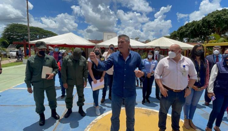 Diputado Roberto Mesutti junto al fiscal superior de Monagas, Jorge Arzolay realizando recorrido por las cárceles.