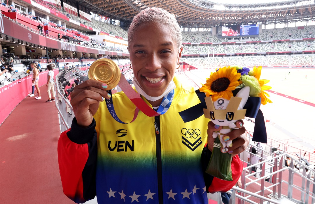 el gloria al bravo pueblo se entono en tokio yulimar rojas recibio su medalla de oro laverdaddemonagas.com e7wao1 xmaiwgkc 1