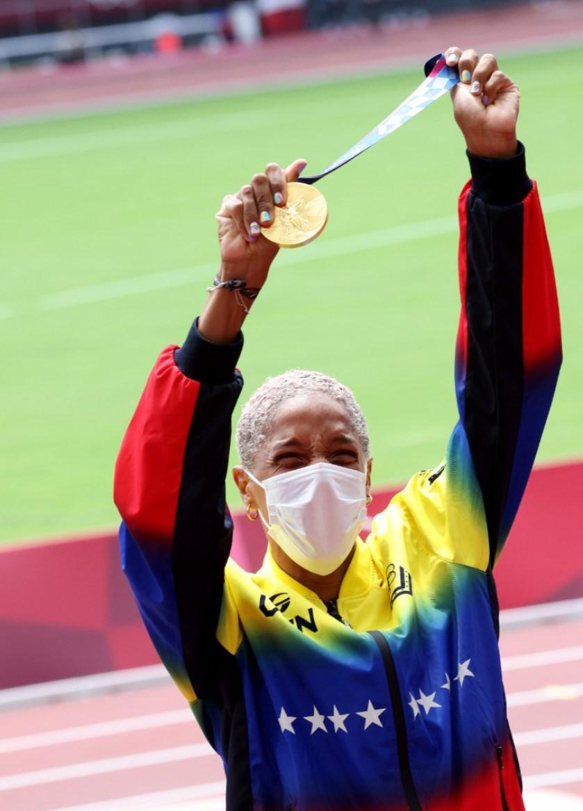 el gloria al bravo pueblo se entono en tokio yulimar rojas recibio su medalla de oro laverdaddemonagas.com
