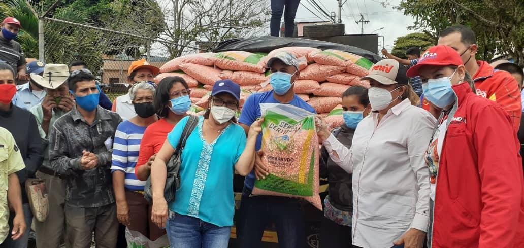 gobierno de calle atendio a familias de caripe laverdaddemonagas.com yelitza2