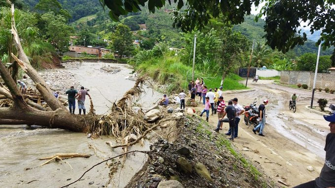 Mueren dos niños por lluvias en Mérida