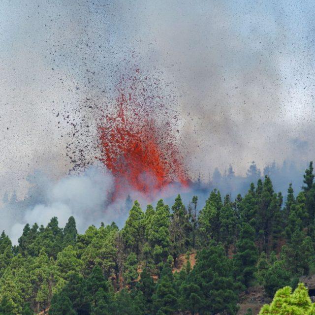volcan en canarias se traga un centenar de casas y obliga a masiva evacuacion laverdaddemonagas.com 45b11d3bef88236c7baabd32f80d4ff6 640x640 2