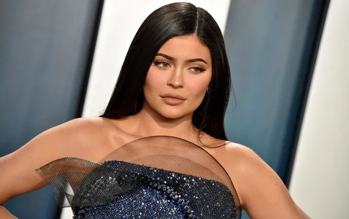 Kylie Jenner follows in the footsteps of Kim Kardashian and covers his body in velvet