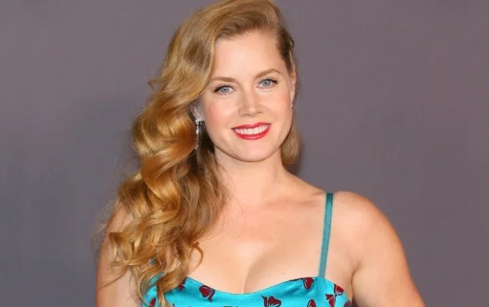 Amy Adams creates his instagram and uses it as a beneficial action