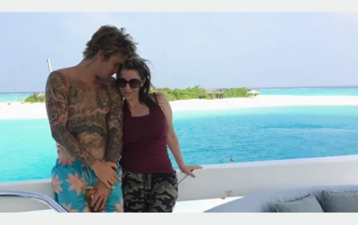 Justin Bieber celebrates Mother's Day with adorable photo session