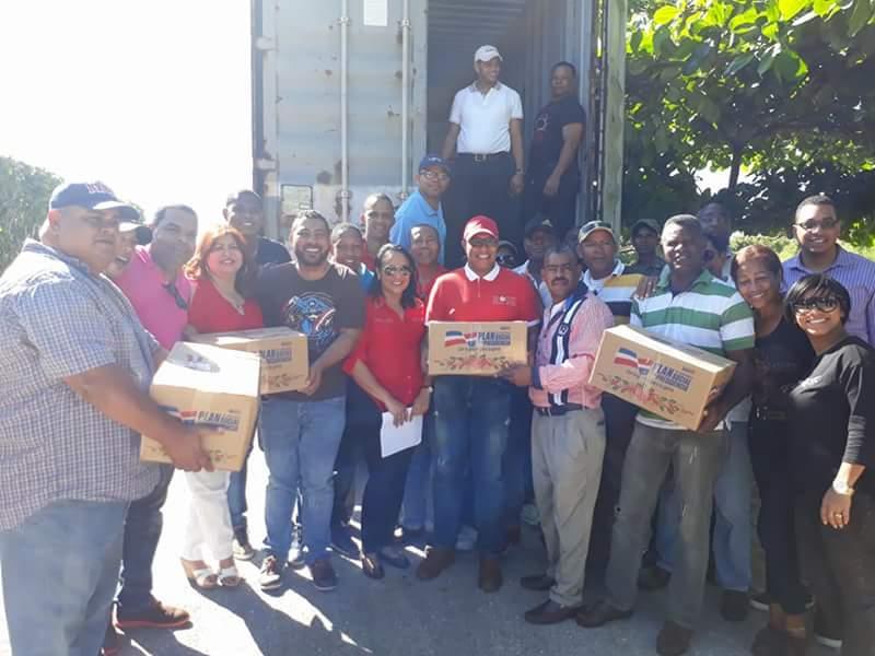 BARAHONA: José  Del Castillo entrega  cajas navideñas  en la provincia