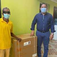 BARAHONA: Fundación Moisés Ayala entrega lavadora