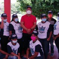 LA GUAZARA: Fundación Moisés Ayala dona uniformes a equipo femenino de Sóftbol