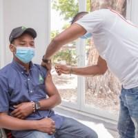 CAC vacuna masivamente a empleados contra COVID-19