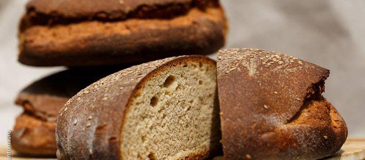 Le insidie del pane: tutto quello che non ci dicono. Prepariamolo in casa con il lievito madre