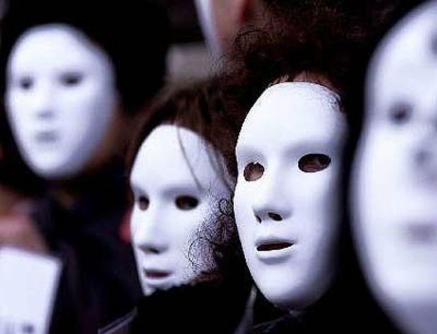 Maurizio Fani: paura e diffidenza, il rituale magico imposto a tutti con l'obbligo della mascherina, quasi inutile contro il Covid