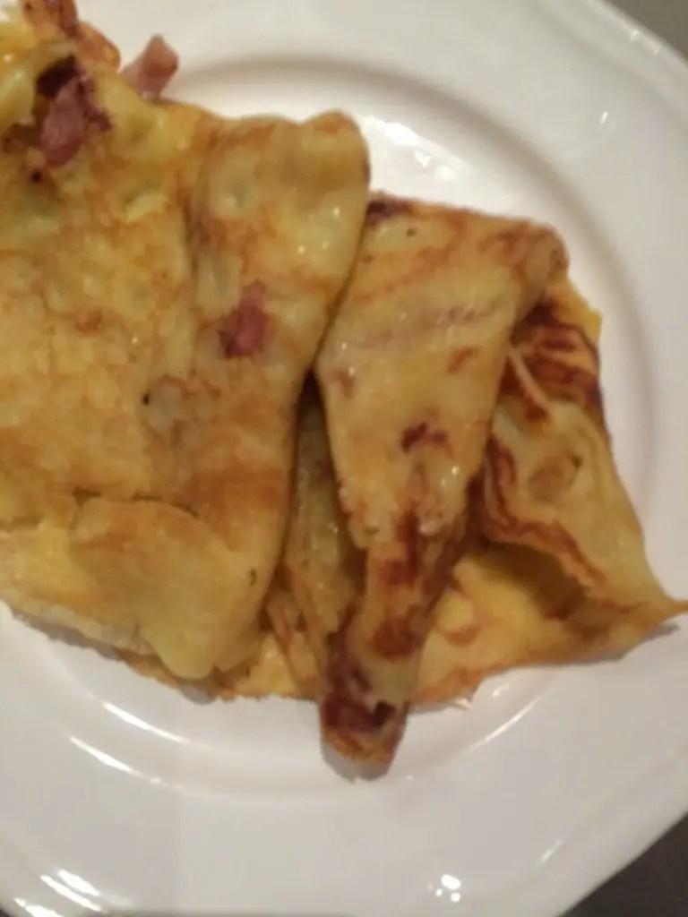 Gluten- og laktosefrie enkle frokostpannekaker med bacon