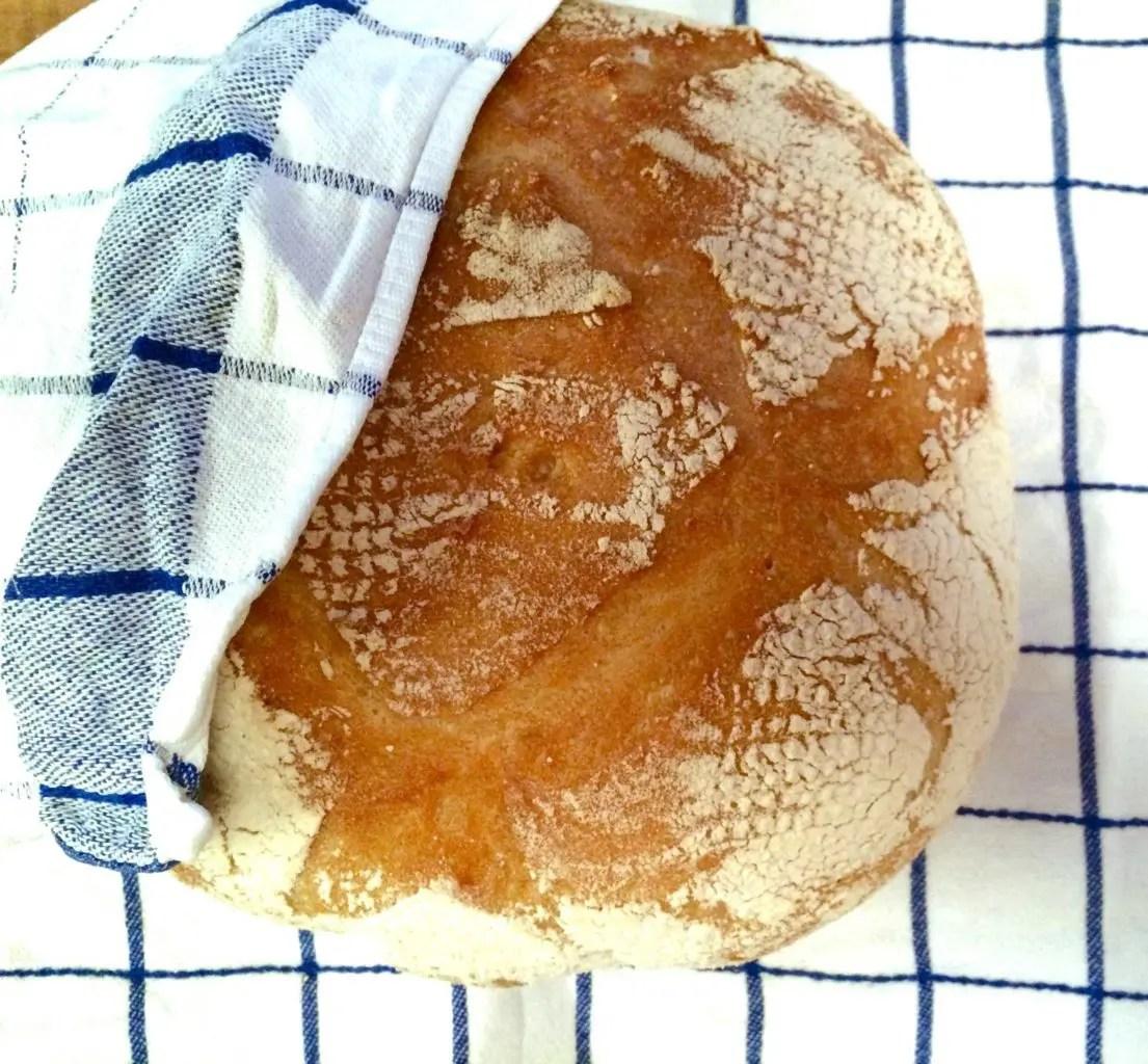 Pent og tørt spelt surdeigsbrød, eller mindre pent, kjempesaftig og godt?