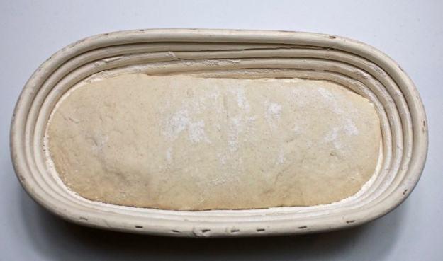 Speltsurdeig lavfodmap brød i hevekurv
