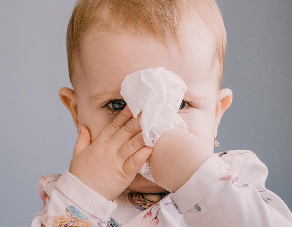 Bebé con Pañuelo y Mocos