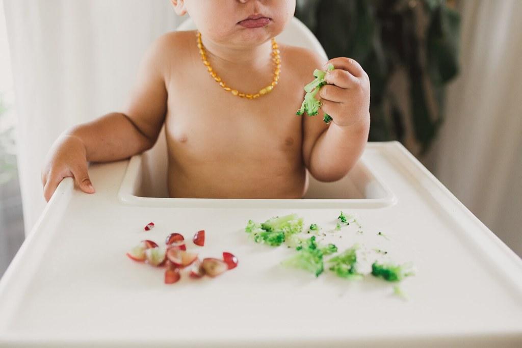 Bebé Comiendo Brocoli