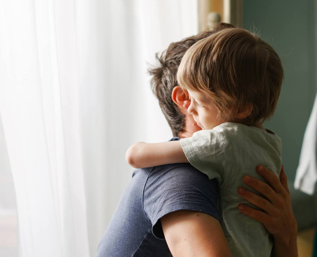 Padre Abrazando Hijo