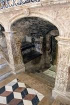 """Вход в крипт, """"расписанный вручную"""" /// """"Hand-signed"""" entrance to the crypt"""