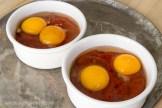 Oeufs gratinés à la sauce tomate | Recette simple sur lavietoutsimplement.com