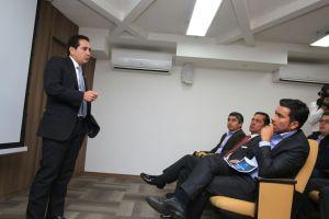 El gobernador de Cundinamarca, Jorge Emilio Rey, en desarrollo de una mesa de trabajo liderada por el viceministro de Minas, Carlos Andrés Cante y su equipo técnico. Archivo particular.