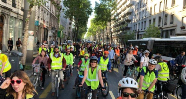 Près de 200 cyclistes ont défilé sur le cours Gambetta !
