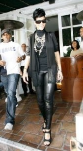 rihanna-givenchy-total-black