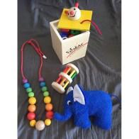 Spielzeug aus der Lebenshilfe-Werkstatt in Braunschweig. Kann ich wirklich empfehlen!!! Und logisch dass der Fädelwurm mit musste... alleine schon wegen dem Namen ;)