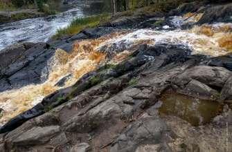 Почему в Карелии водопады коричневого цвета?