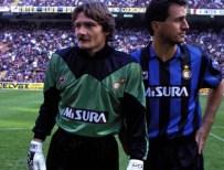 Tito con la maglia dell'Inter a San Siro