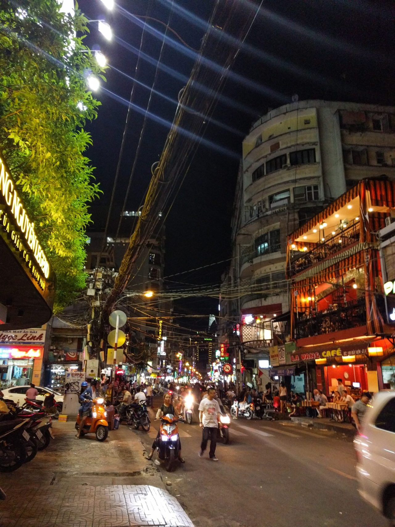 Ho Chi Minh di sera