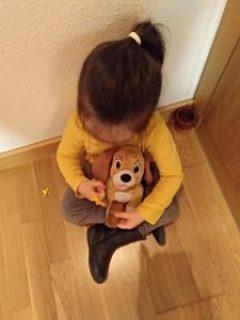 paula con su muñeco