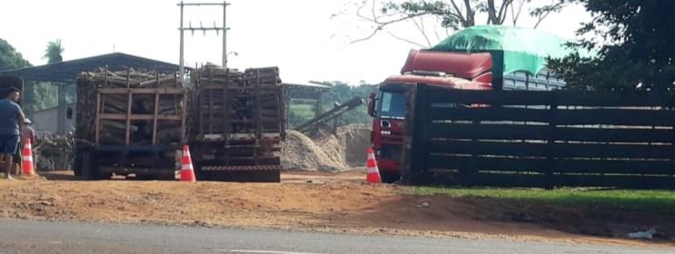 : Dos camiones esperando hora para descartar, y el otro ya con el producto con destino a Inpasa.