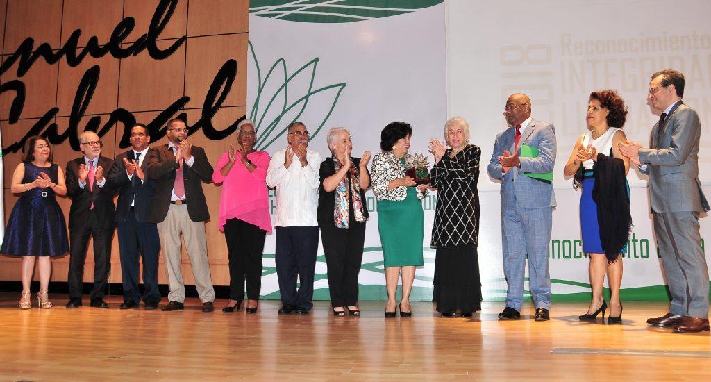 Reconocimiento a la Dra. Milagros Ortiz Bosch por su trayectoria íntegra y lucha contra la corrupción