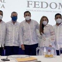 @CarolinaMejiaG felicita a @KelvinAlcalde y @VictorDazaT al asumir @LigaMunicipalRD y @FedomuRD