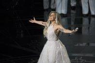 Lady Gaga cantando 'Sonrisas y lágrimas'