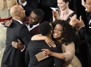 Oprah Winfrey y David Oyelowo celebran el Oscar a la Mejor Canción por 'Selma'