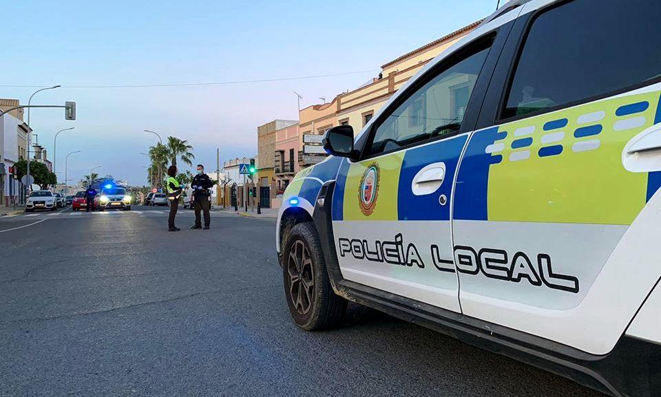 Un vehículo se empotra contra una casa en calle Corredera y sus ocupantes salen ilesos