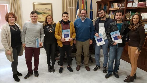 Los cuatro estudiantes atrapados en Italia por el coronavirus regresan a Carmona 1